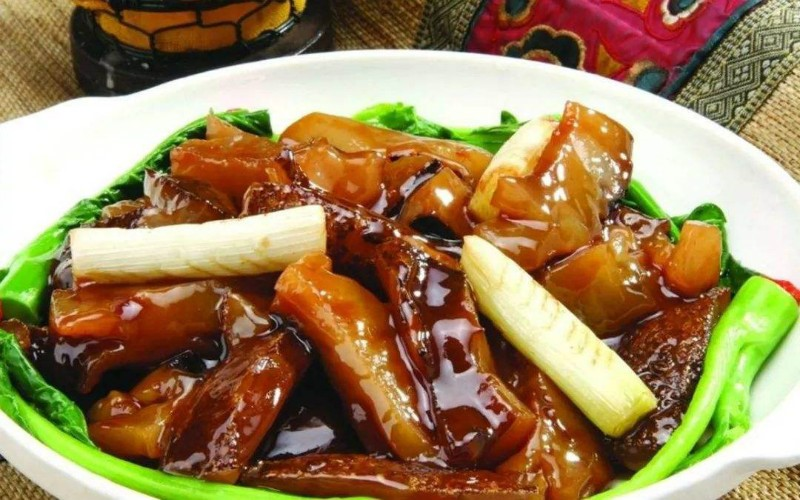 Braised Sea Cucumber with Scallion.jpg